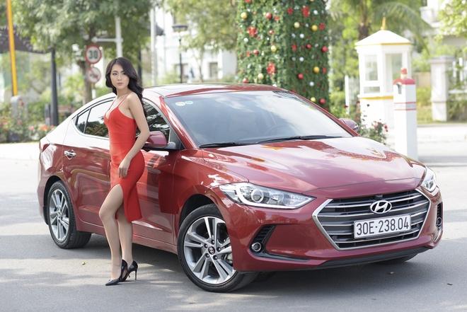 Hyundai Elantra chao don Noel bang sac do ruc ro hinh anh 1