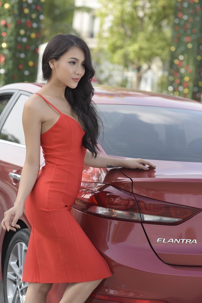 Hyundai Elantra chao don Noel bang sac do ruc ro hinh anh 2