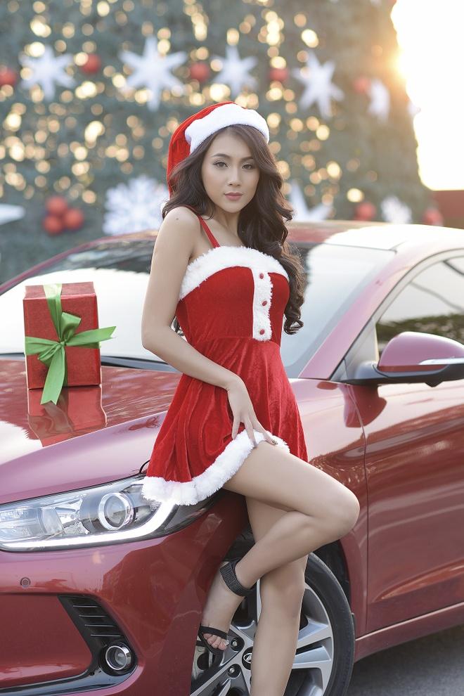 Hyundai Elantra chao don Noel bang sac do ruc ro hinh anh 9