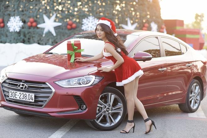 Hyundai Elantra chao don Noel bang sac do ruc ro hinh anh 6