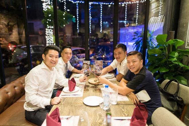 Nha hang Steakout hoa khong gian co tich don Giang sinh hinh anh 8