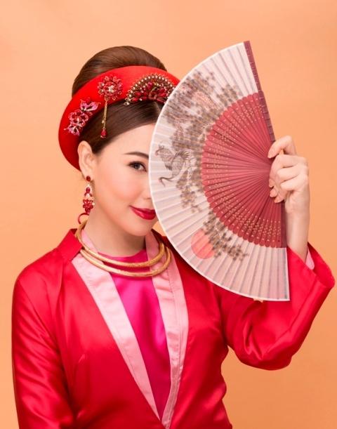 Ho Khanh goi y trang diem theo phong cach hoang gia don Tet hinh anh 6
