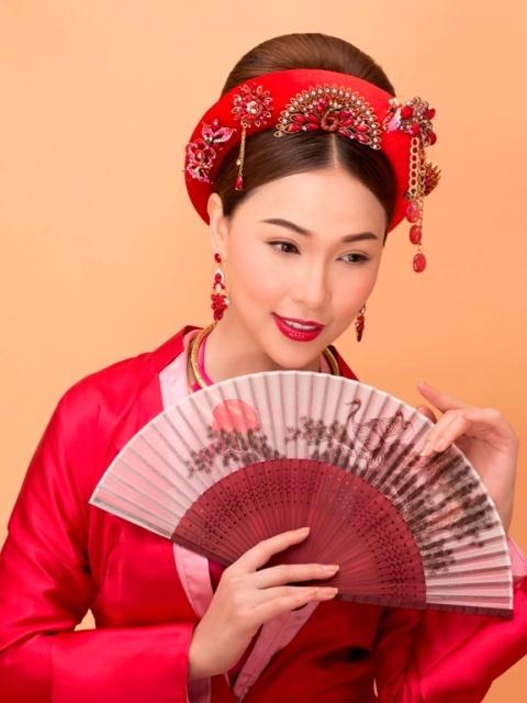 Ho Khanh goi y trang diem theo phong cach hoang gia don Tet hinh anh 9