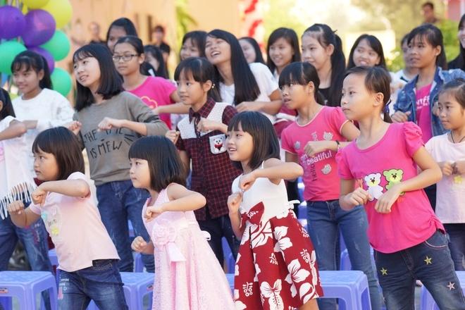 Phan Anh, Helly Tong lam tu thien tai Da Nang hinh anh 6