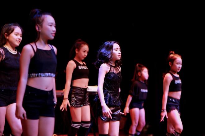 Nhung phan thi an tuong tai chung ket 'FYD Voice up kid 2017' hinh anh 1