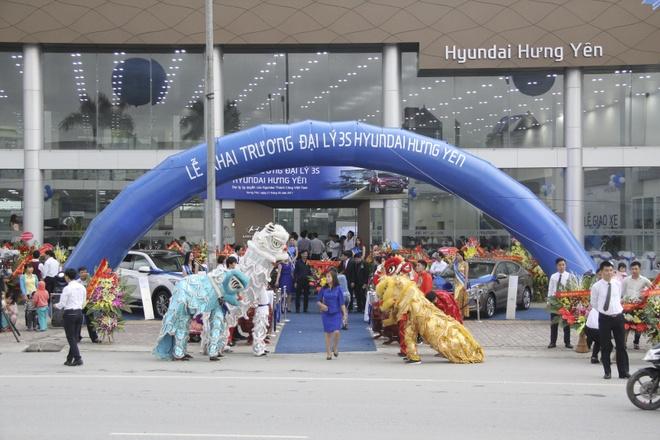 Hyundai Thanh Cong khai truong hang loat dai ly dip dau nam hinh anh 2