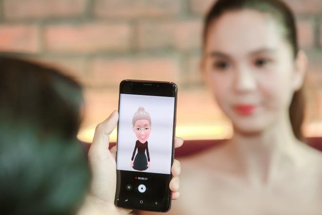 Ngoc Trinh thu tinh nang AR Emoji khi mua Galaxy S9+ hinh anh
