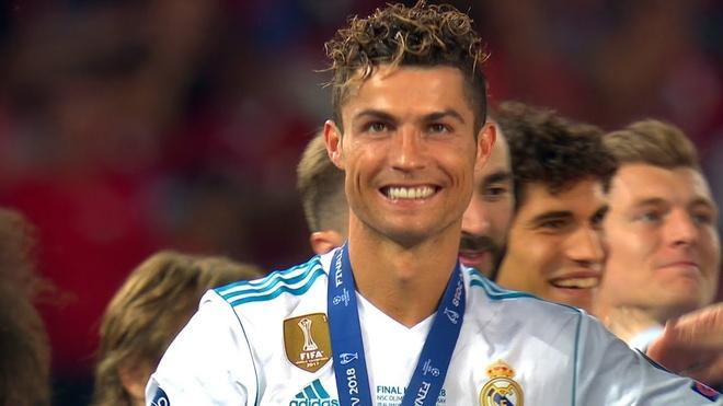 Ronaldo va nhung kieu toc 'phong do' qua nam thang hinh anh 11