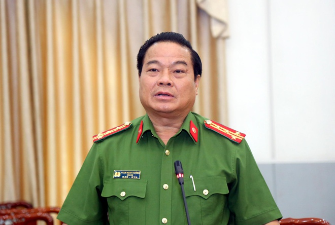 'Con ong Nguyen Huu Linh phai tam nghi hoc vi viec cua cha' hinh anh 2