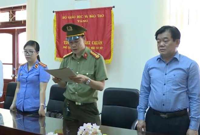 Son La huy quyet dinh nghi huu cua Giam doc So GD&DT Hoang Tien Duc hinh anh 1