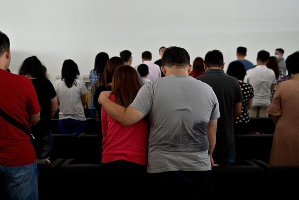 Hai thi the nan nhan QZ8501 ve dat lien hinh anh 33