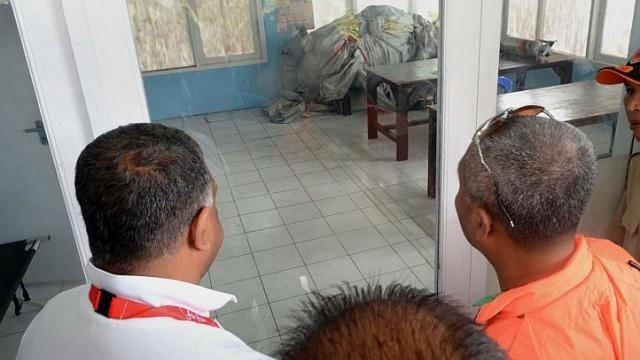 Hai thi the nan nhan QZ8501 ve dat lien hinh anh 38
