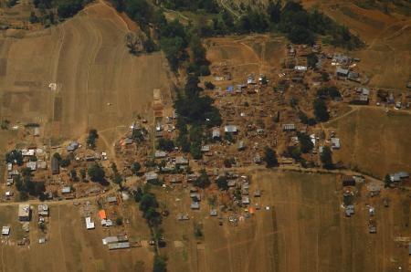 3 nguoi song sot ky dieu sau 8 ngay bi chon vui tai Nepal hinh anh 1 Các ngôi nhà ở huyện Sindhupalchowk bị thiệt hại nặng nề sau động đất. Ảnh: Reuters