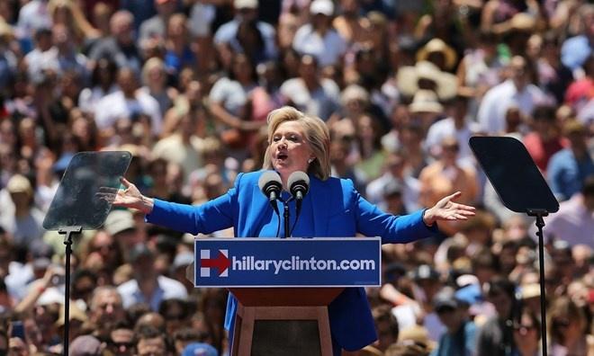 Ba Clinton co bai dien van tranh cu tong thong dau tien hinh anh