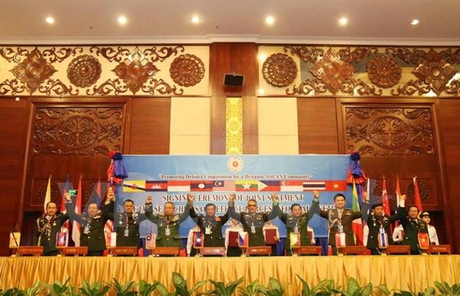 Tu lenh Quoc phong ASEAN ra lap truong chung ve Bien Dong hinh anh 1