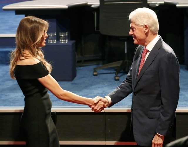 Clinton boc me Trump sau khi bi che ve suc khoe hinh anh 11