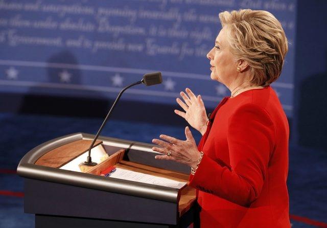 Clinton boc me Trump sau khi bi che ve suc khoe hinh anh 17