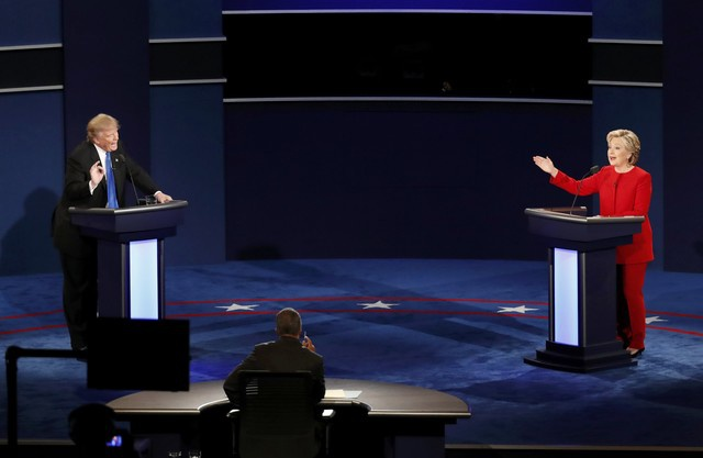 Clinton boc me Trump sau khi bi che ve suc khoe hinh anh 23