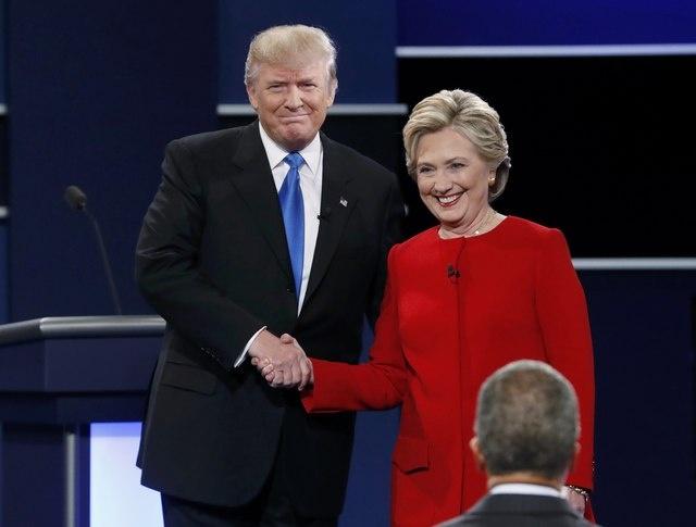 Clinton boc me Trump sau khi bi che ve suc khoe hinh anh 12