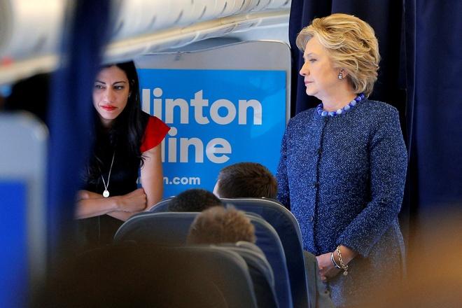 FBI dieu tra vu email ba Clinton: 'Cu da vao giua mat' hinh anh 1