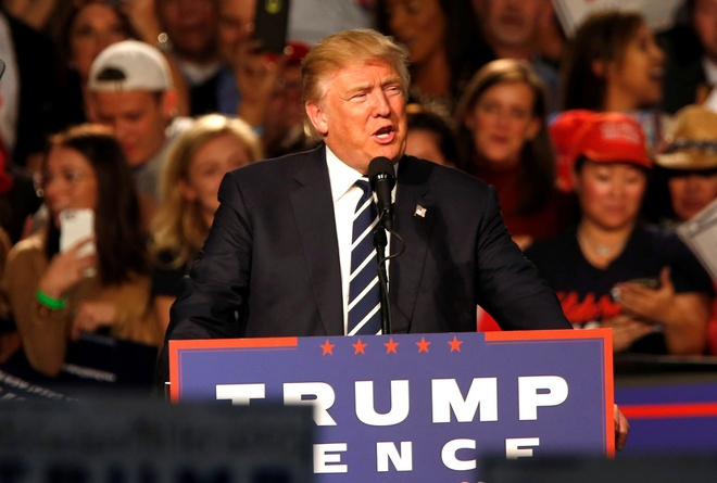 Trump cung vo di bo phieu hinh anh 2