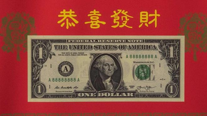 To 1 USD phien ban Ga may man chay hang o My hinh anh