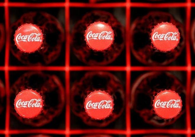 Coca-Cola bi kien vi che giau tac hai cua do uong co duong hinh anh