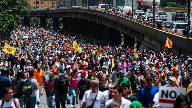 Venezuela chi con 10 ty USD du tru tien te hinh anh