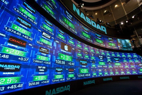 'Ga khong lo' 46 tuoi NASDAQ va thu tuc len san 6.800 ty USD tai My hinh anh
