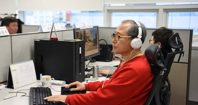 Startup cong nghe cua Han Quoc chi tuyen nhan vien tren 55 tuoi hinh anh