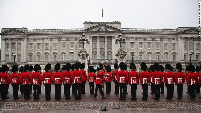 Nu hoang Elizabeth II vua duoc chinh phu Anh 'tang luong' hinh anh 2