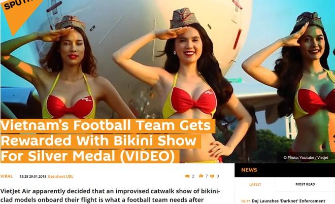 Vu bikini tren may bay cho U23: Vietjet no loi xin loi chan thanh hinh anh 2