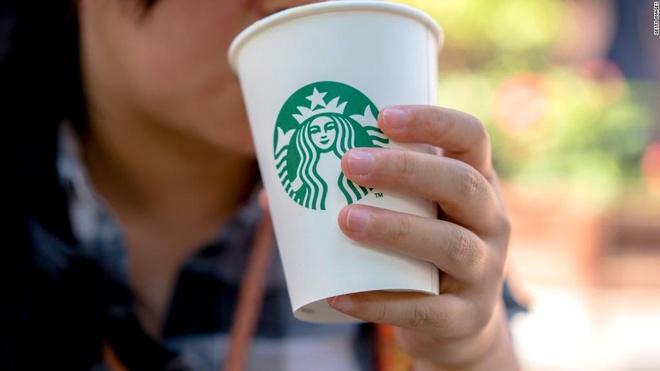 Starbucks treo giai 10 trieu USD cho thiet ke coc moi hinh anh 1