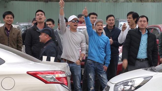Uber Grab 'gop gao thoi com chung', nguoi Viet het mong di xe cuoc re? hinh anh