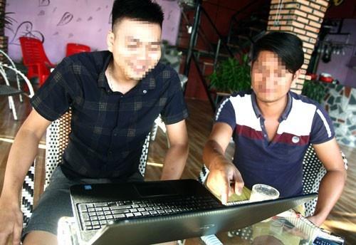Nong dan Lam Dong ban nha, cam co vuon, tron no vi choi tien ao hinh anh