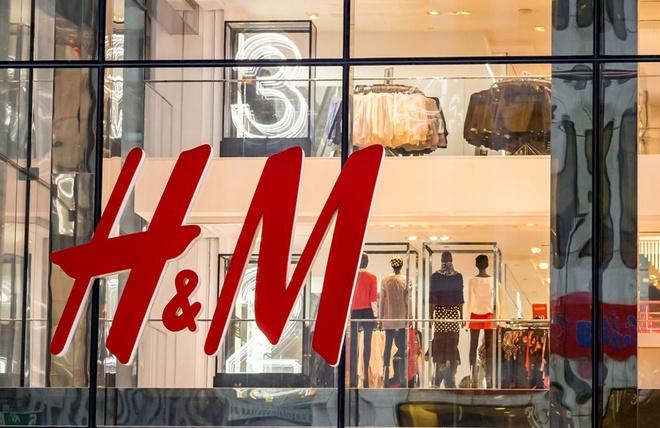 H&M dang ton kho 'nui' quan ao khong lo 4 ty USD hinh anh