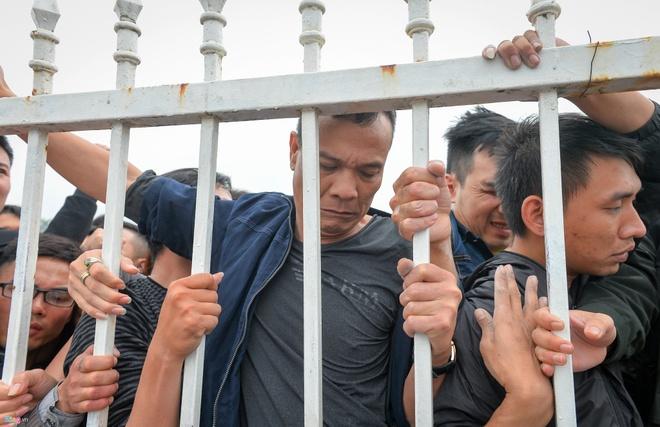2.500 ve Viet Nam vs Malaysia dot 2 ban het trong 1 phut hinh anh