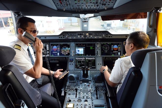 Hãng bay Việt đau đầu với hiện tượng phi công nhảy việc