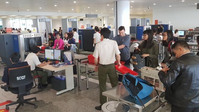 Trộm ví tiền tại Nội Bài, khách Hàn Quốc bị tóm gọn khi hạ cánh