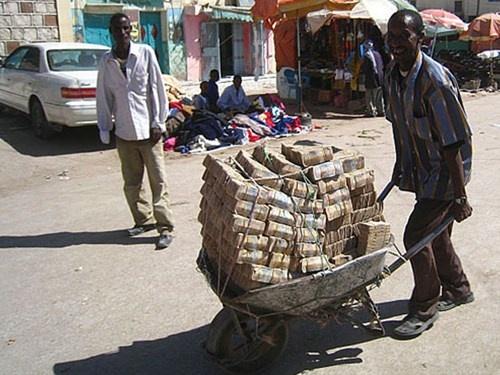Zimbabwe doi 175 trieu ty dola noi te lay 5 USD hinh anh