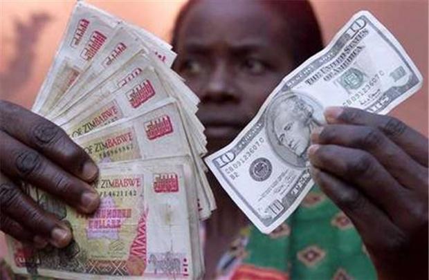 Ngay dau tien doi 35 trieu ty dola Zimbabwe lay 1 USD hinh anh