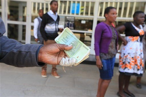 Vi sao 'ty phu' Zimbabwe khong thich doi tien? hinh anh 1