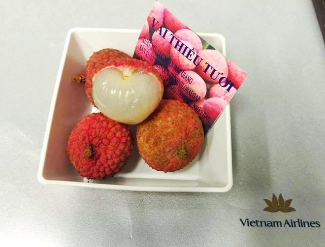 Vietnam Airlines dua dac san vai thieu len may bay hinh anh