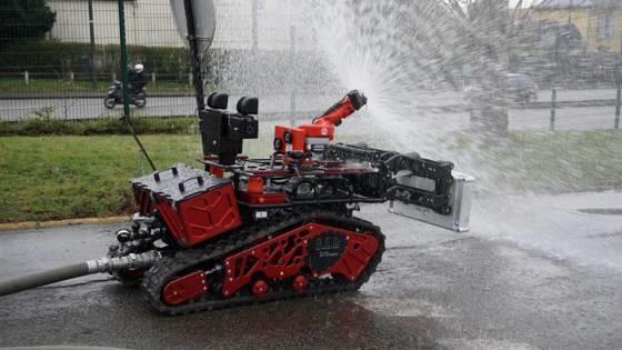 Drone, robot cuu hoa dap dam chay tai Nha tho Duc Ba ra sao? hinh anh 3