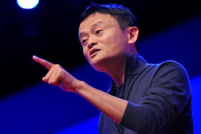 Nhà sáng lập Alibaba đã vấp phải những ý kiến trái chiều từ cư dân mạng Trung Quốc vì ủng hộ văn hóa làm việc 996. Ảnh: Siecle.