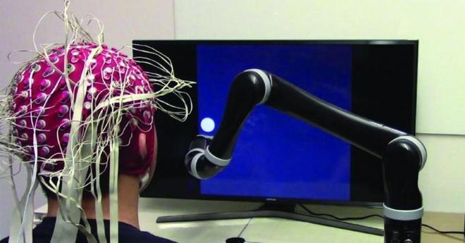 Canh tay robot dieu khien bang suy nghi hinh anh
