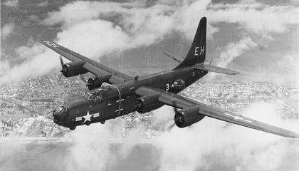 Đầu những năm 1950, không quân Mỹ thực hiện nhiệm vụ trinh sát tầm thấp trên bầu trời Liên Xô. Nhưng có những lo lắng về việc máy bay bị phát hiện và bắn hạ.