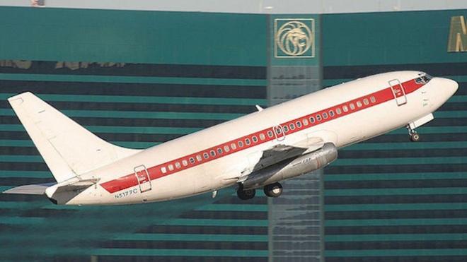Chính phủ đã không thừa nhận sự tồn tại của căn cứ quân sự này cho đến năm 2013. Hiện tại, nếu ghé thăm phi trường Las Vegas, bạn có thể bắt gặp một số máy bay nhỏ không nhãn hiệu - đó là chuyến bay đưa nhân viên Khu vực 51 đến nơi làm việc.