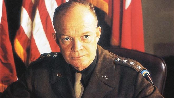 Năm 1954, Tổng thống Mỹ Eisenhower khởi động dự án Aquatone, với mục tiêu phát triển loại máy bay trinh sát mới. Chương trình yêu cầu một địa điểm mà người dân hoặc gián điệp tình báo khó tiếp cận và Khu vực 51 là lựa chọn hoàn hảo.
