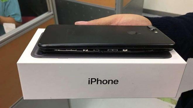 Day la ly do Apple khong muon nguoi dung tu sua iPhone hinh anh 1
